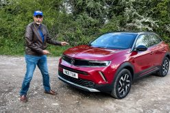 Is new Vauxhall Mokka closely related to Peugeot 2008, due to its looks with square-jawed and crisp styling?